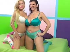 Blonde cutie Bibi Noel and mature brunette Sara Jay share a cock