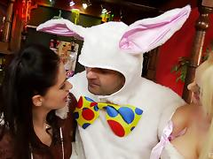 Dude in a bunny costume gets lucky and fucks two hot sluts