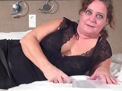 Mature BBW rocks her pussy with a big dildo that makes her cum