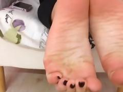 Marianna moves her sexy (size 39) feet, part 2