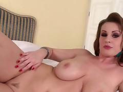 Curly babe LaTaya Roxx shows off her body