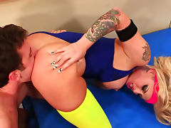 Slender tattooed babe Christy Mack is fucking after hardcore workout