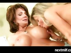 Mature housewifes playng the lesbian