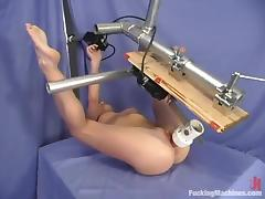 Crissy Sparks gets amazingly banged by a fucking machine