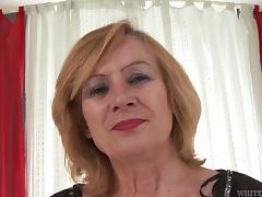 Mature Woman Gives Blowjob To A Huge Insidious Cock