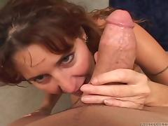 Dark-haired mom sucks a enormous gouge out around advance taking it around will not hear of ass