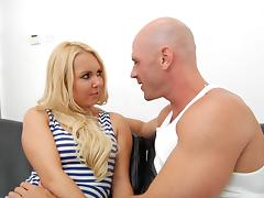 Yummy Aaliyah Love Goes Really Hardcore With Johnny Sins
