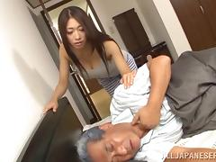 Sizzling Japanese milf favours a horny dude with a blowjob